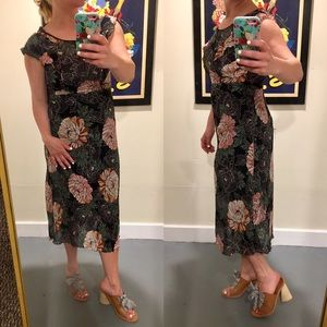 $50⬇️ Zara Floral Midi Dress